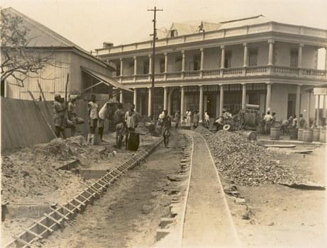 Trabalhos na  Rua Valsassina Beira Moçambique 1928 Cole